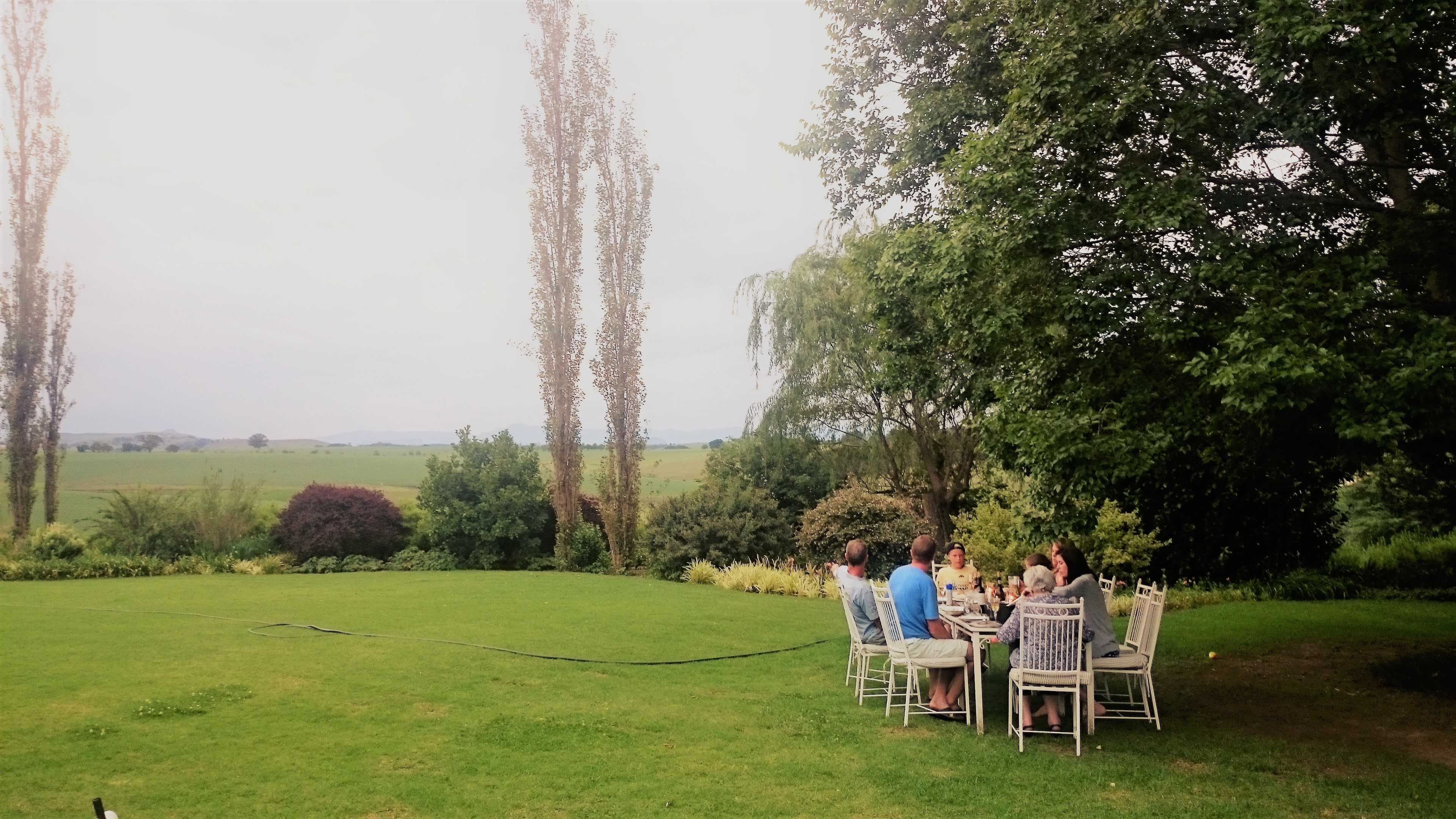 outdoor-lunch-giants-view-estate