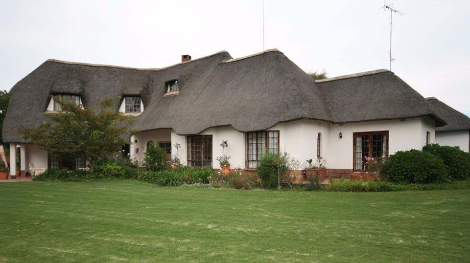 Side view of The Manor House at Giants View Estate